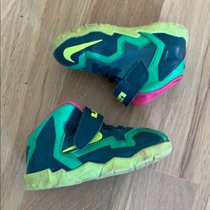 Nike Lebron baby child 5c Trex 11 sneakers green